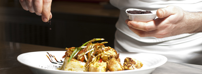 Cunard is the only U.K. cruise line to hire an American chef. Name that famous celebrity chef: