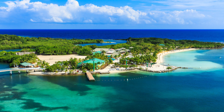 roatán honduras caribbean snorkel swimming bay