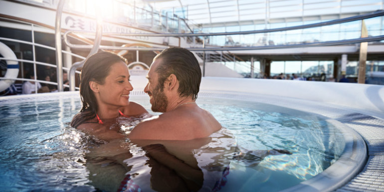 princess-cruise-pregnant-couple-whirlpool-relax