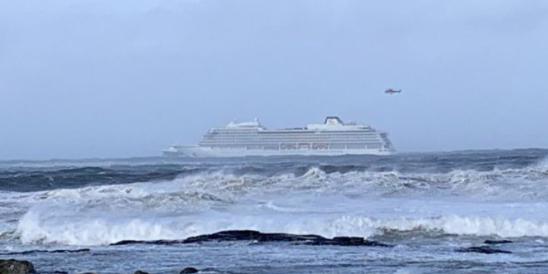 viking sky engine failure abandon ship