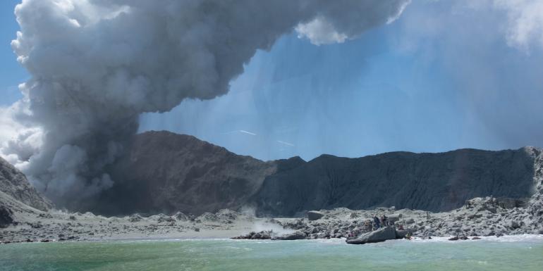 new zealand white island volcanic eruption